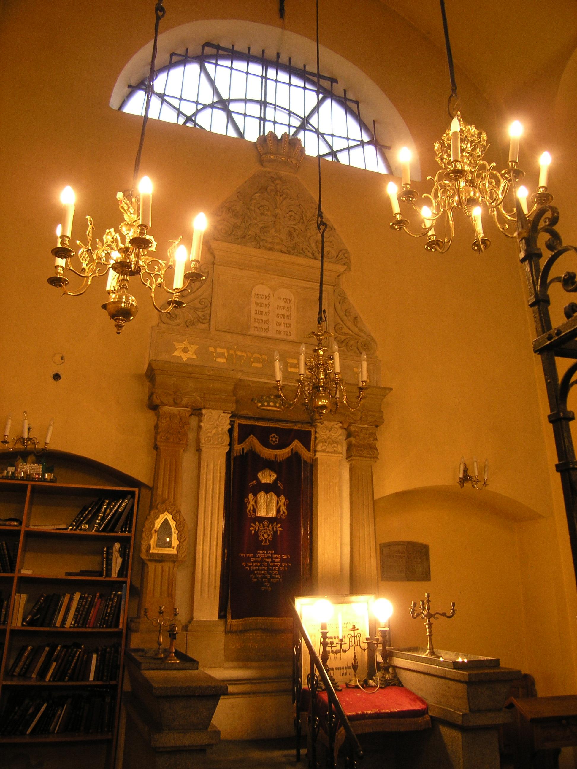 datei innenansicht der remuh synagoge krakau polen jpg wikipedia. Black Bedroom Furniture Sets. Home Design Ideas