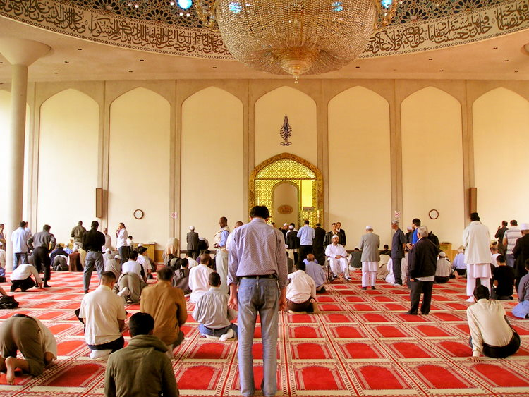 File:Inside london central mosque.jpg
