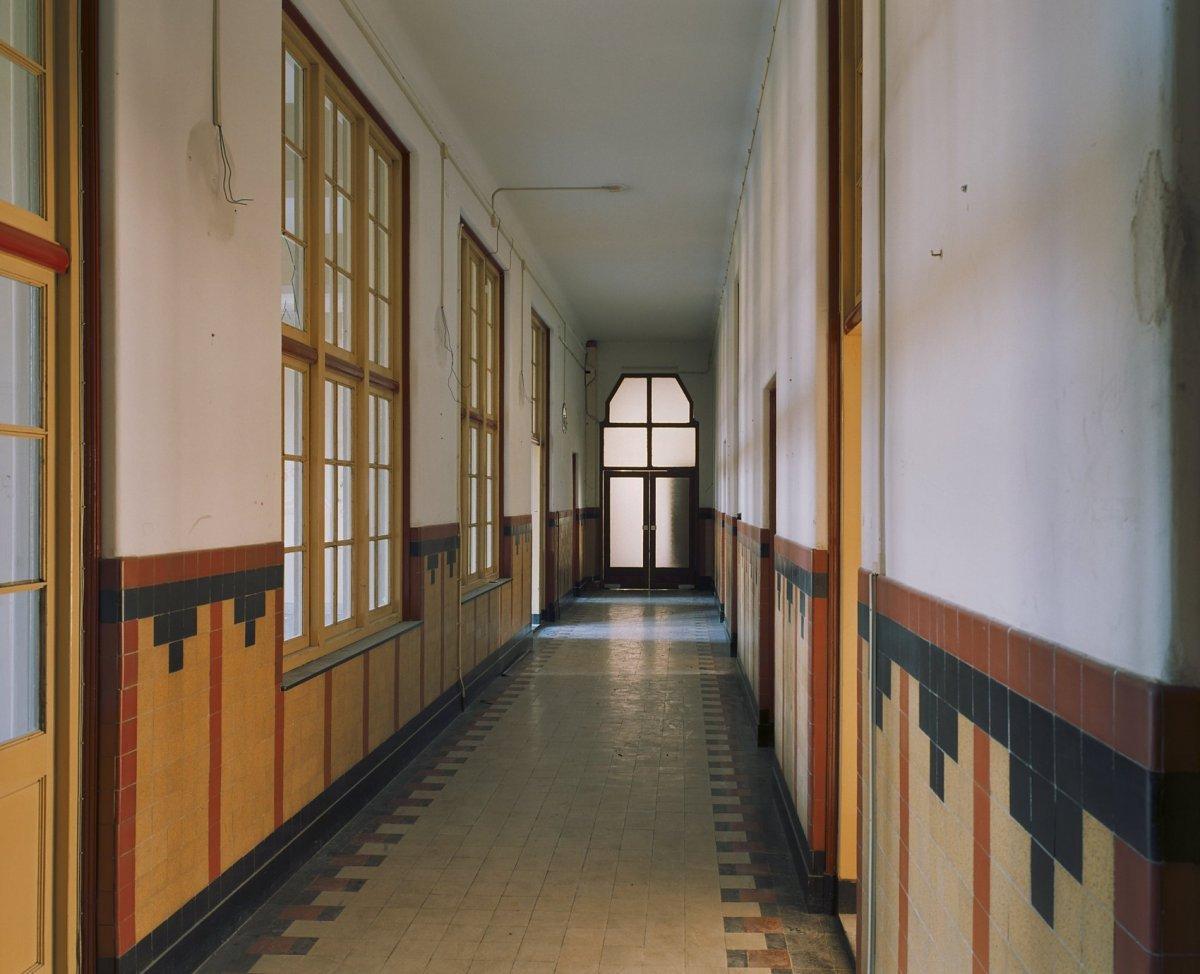 File interieur gang op de eerste verdieping richting trap s
