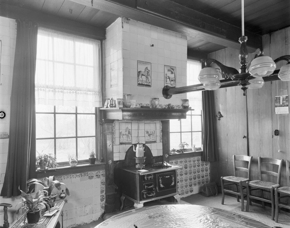 File interieur woonkamer met fornuis onder de schouw ansen 20023115 wikimedia - Interieur woonkamer ...