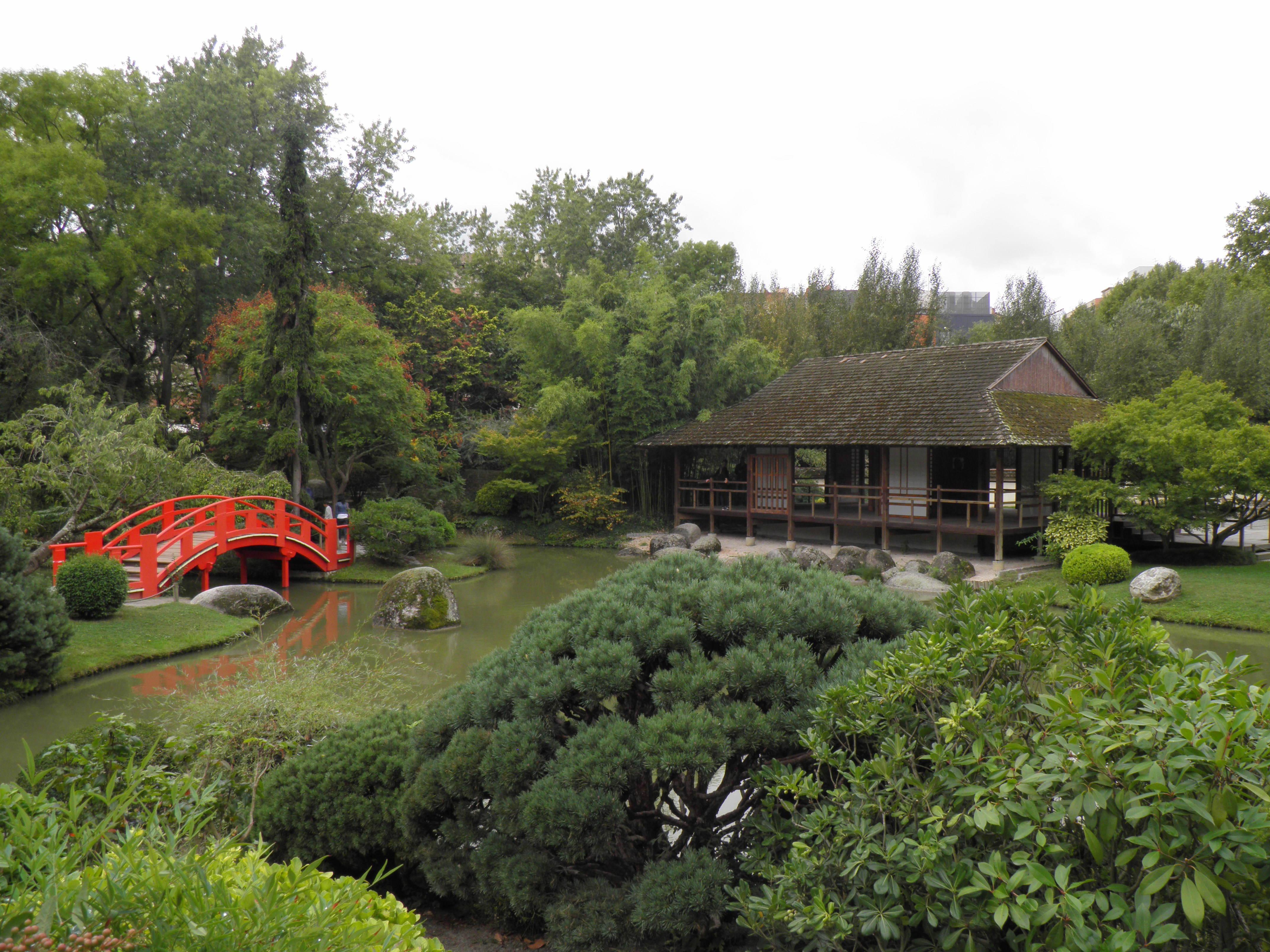 File:Jardin japonais - pont et salon de thé (Toulouse) (1).jpg ...