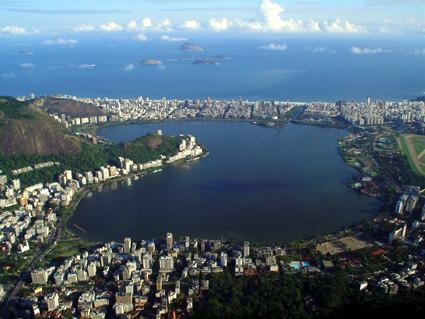 http://upload.wikimedia.org/wikipedia/commons/d/d9/Lagoa_Rodrigo_de_Freitas.jpg