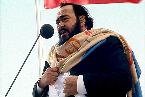 Luciano_Pavarotti_in_Saint_Petersburg.jpg
