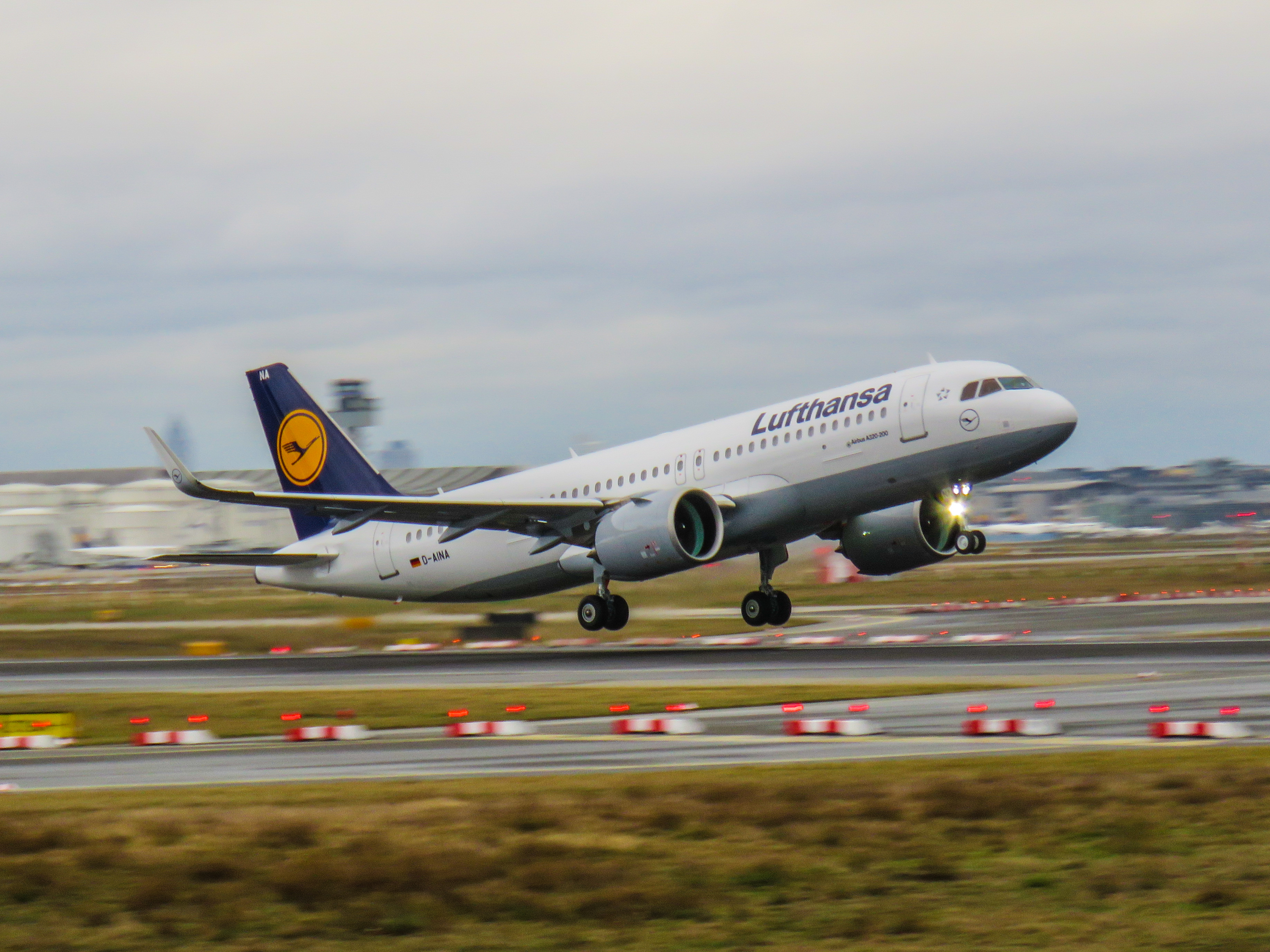 file lufthansa airbus a320 neo d aina the world 39 s first a320 neo 24614394922 jpg wikimedia. Black Bedroom Furniture Sets. Home Design Ideas