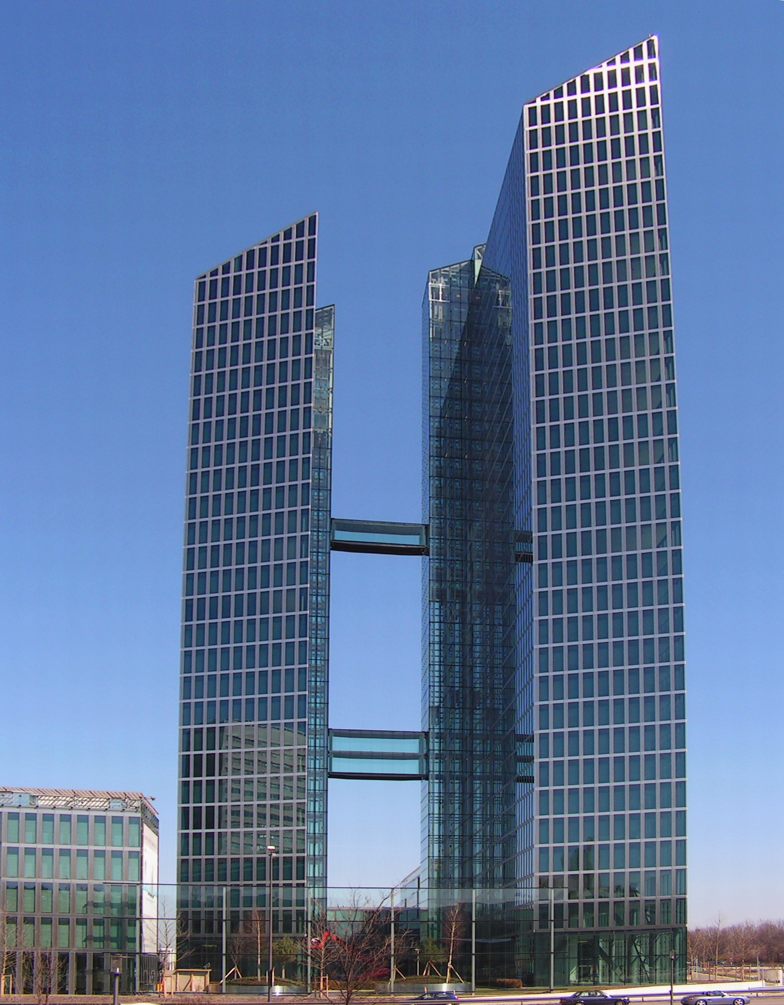 M%C3%BCnchen_Highlight_Towers_Mies-van-d