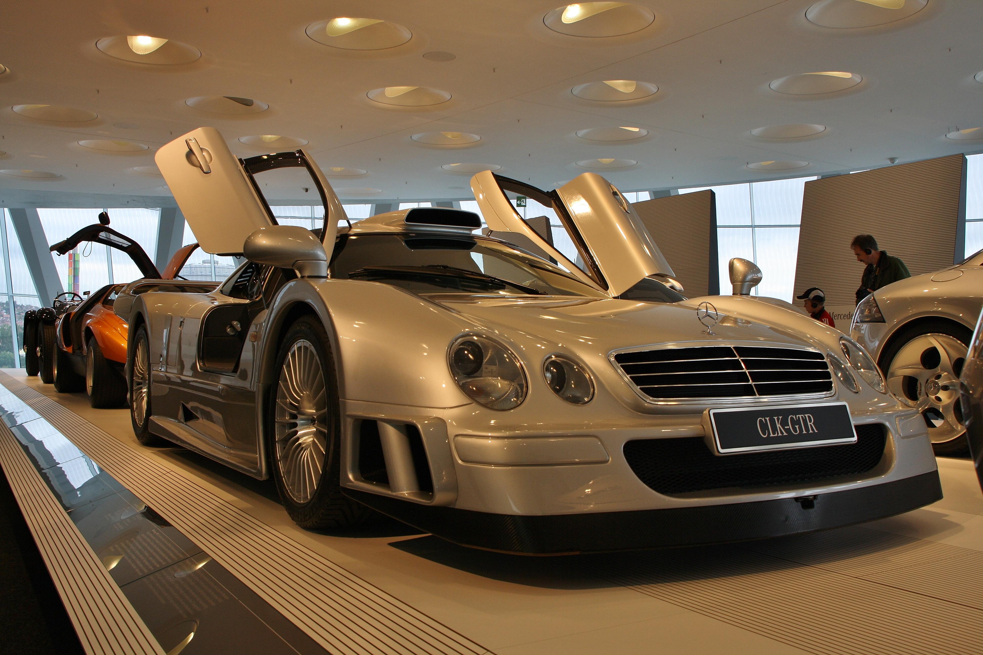 Mercedes-Benz_CLK_GTR_Stuttgart_2010_001