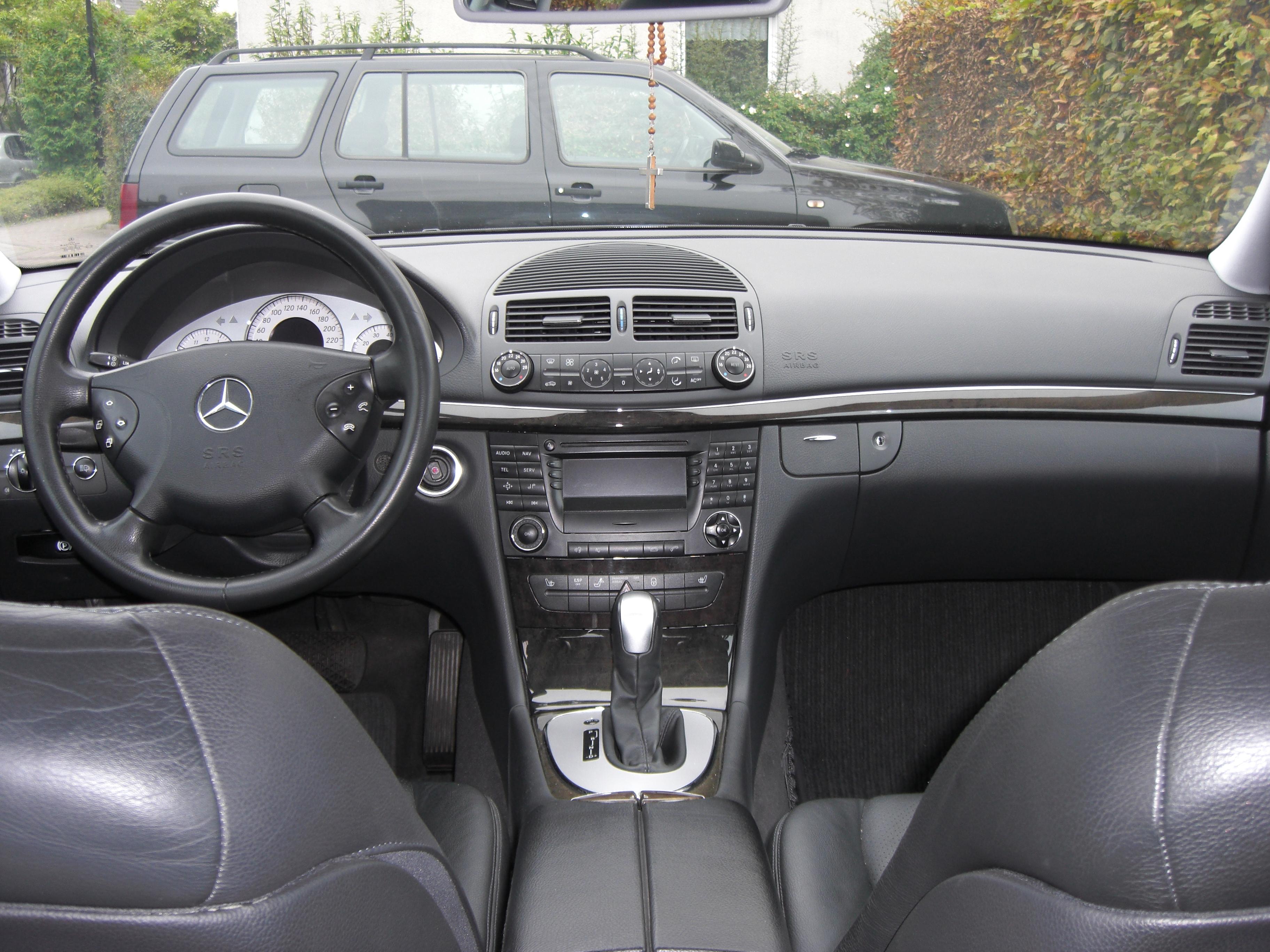 File Mercedes E 240 Avantgarde W211 2002 2009 hier 2003