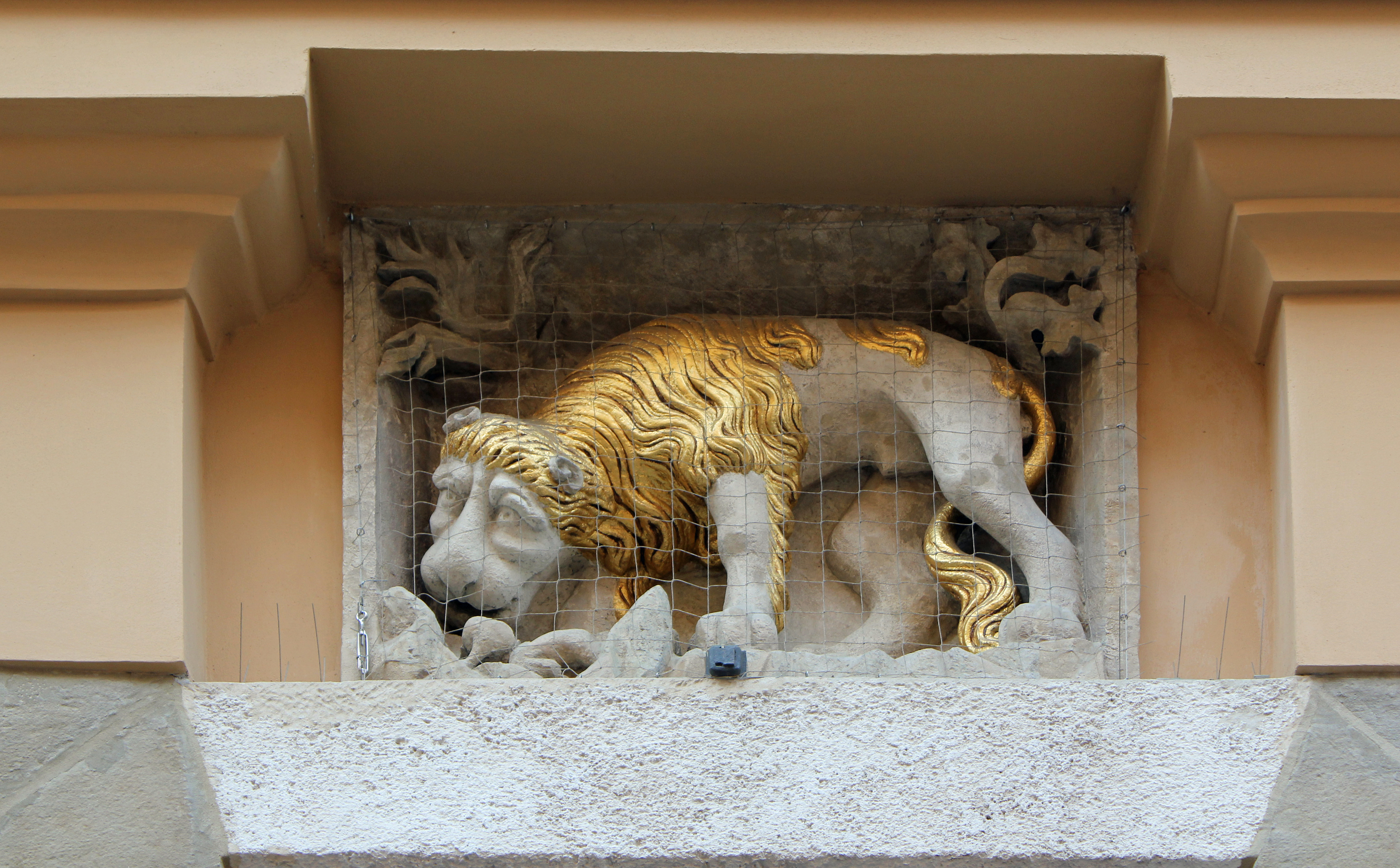 File:Podelwie (Under Lion) House, emblem, 32 Grodzka street, Old Town, Krakow, Poland.jpg - Wikimedia Commons