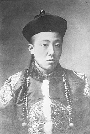 qing prince zaitao wearing a manchu queue manchu people