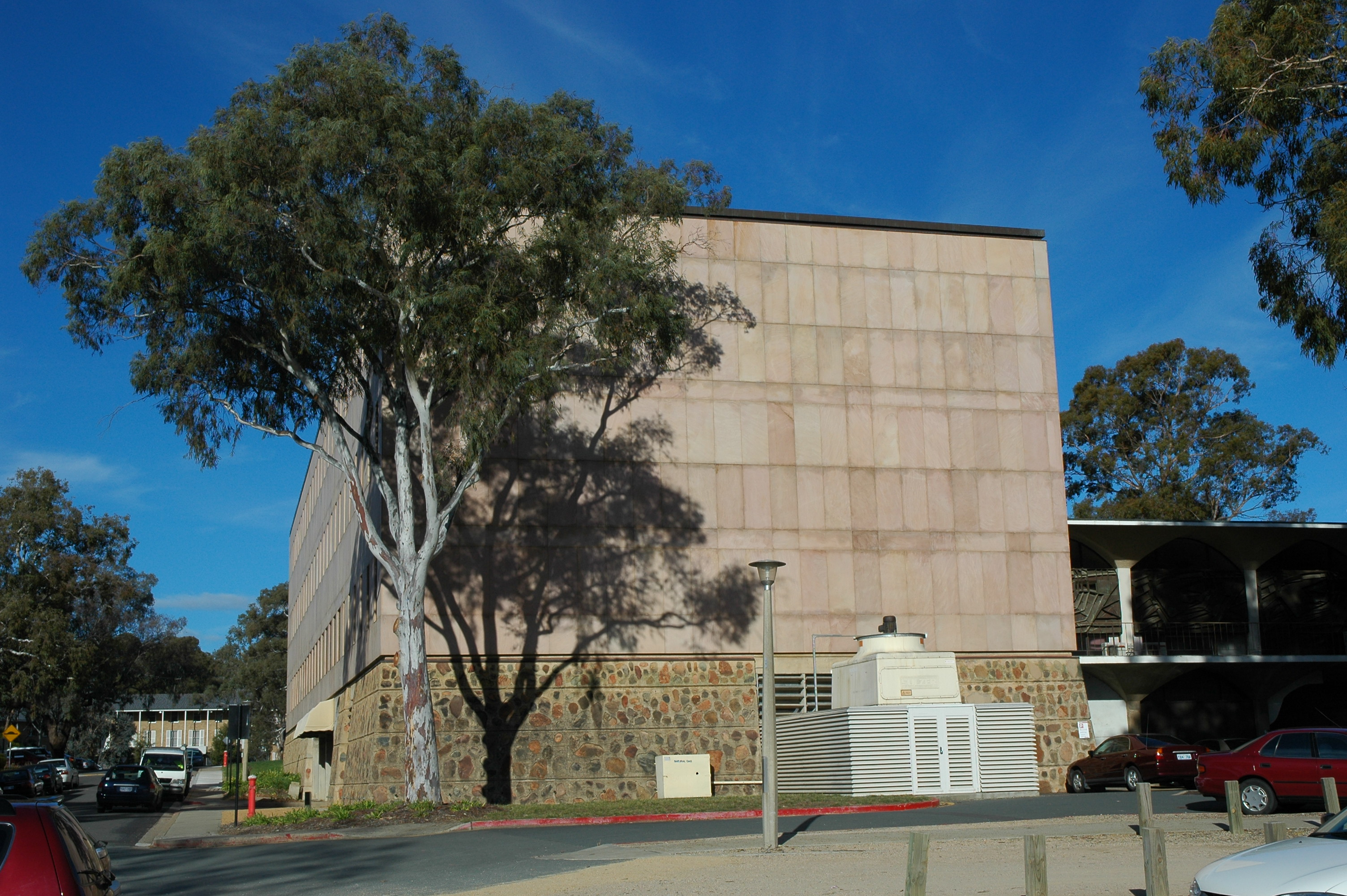 File R G Menzies Building Anu Canberra With Tree 124083584 Jpg Wikimedia Commons