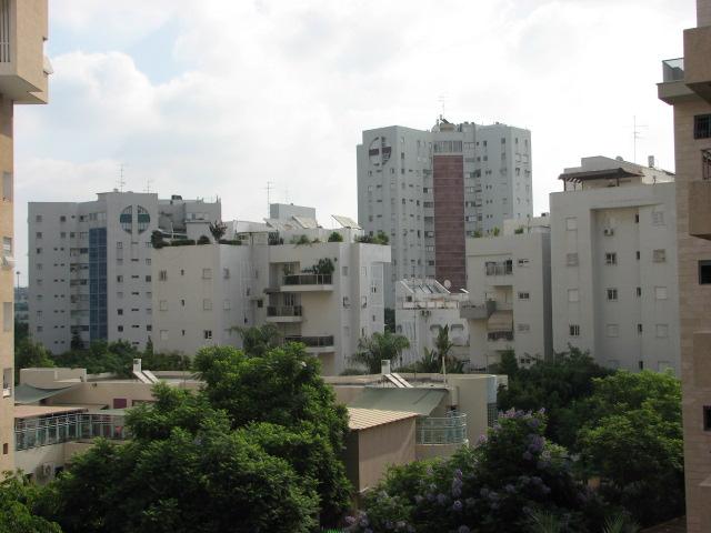 File:Ramat Gan, Israel - 20060917.jpg