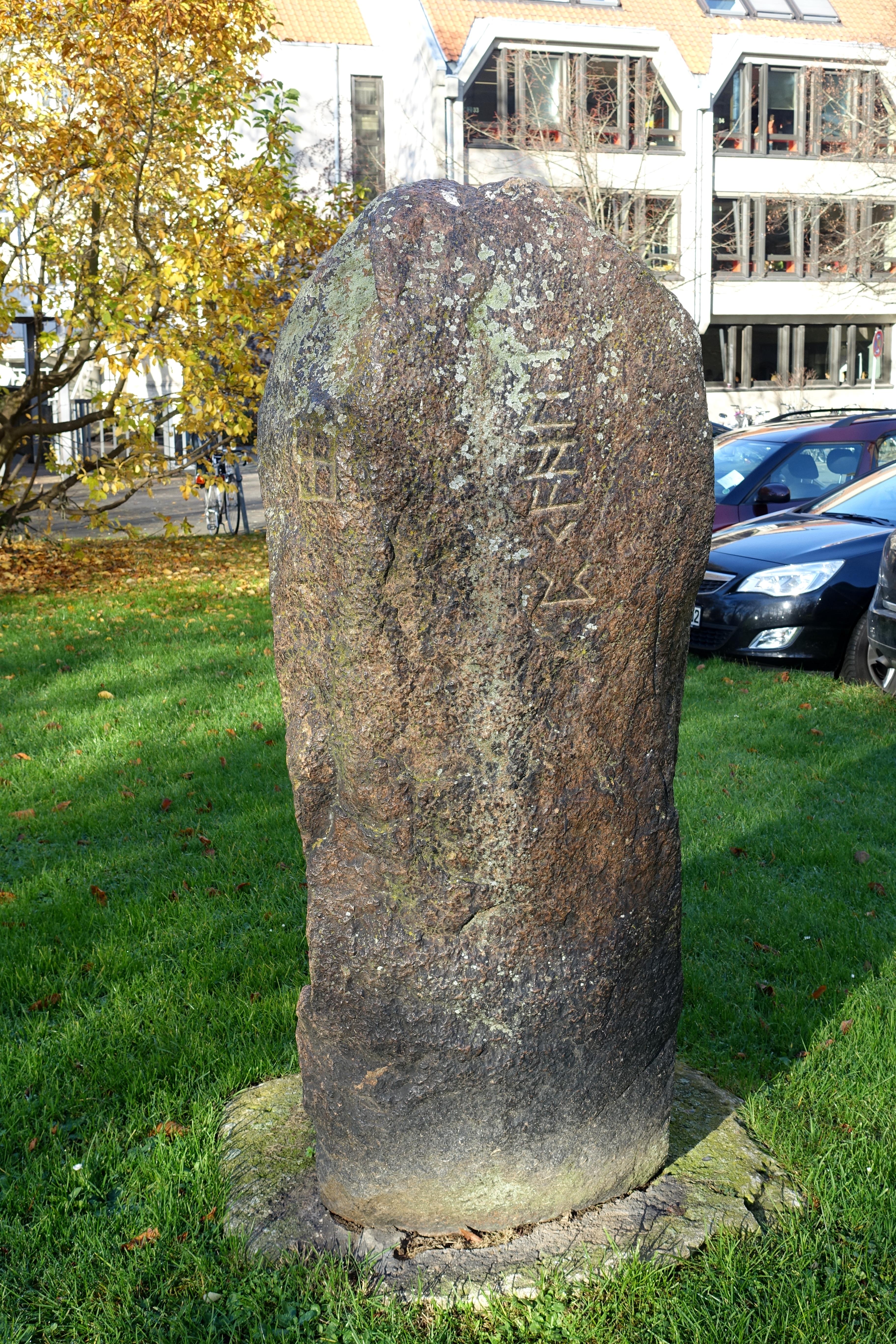 File:Runestone (Runenstein)   Haus Am Löwenwall, Städtisches Museum    Braunschweig,