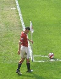 English: Ryan Giggs taking a corner vs Blackburn