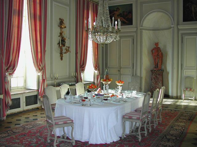 File salle wikimedia commons for Chateau d ax table de salle a manger