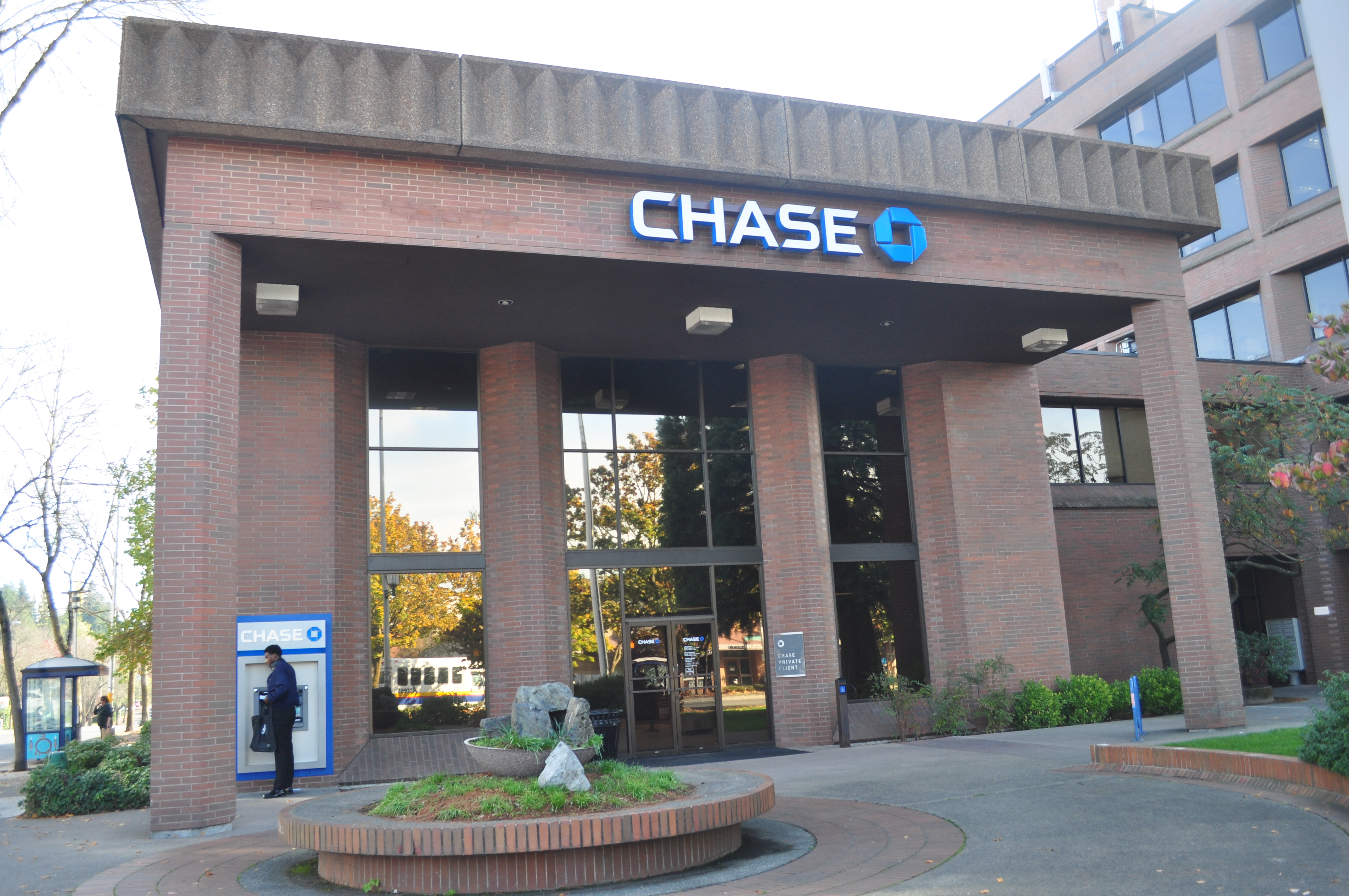 File:Seattle - Lake City - Chase Bank 01.jpg