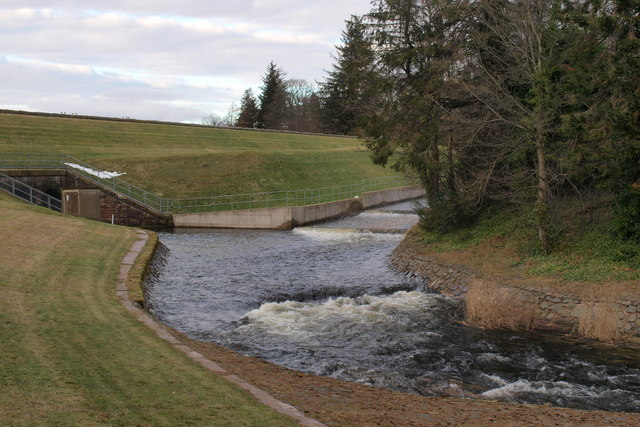 The Overflow Water leaves Lintrathen Reservoir - geograph.org.uk - 1174171