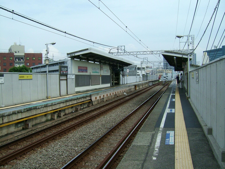 https://upload.wikimedia.org/wikipedia/commons/d/d9/Tokyu-oimachi-line-Shimo-shimmei-station-platform.jpg