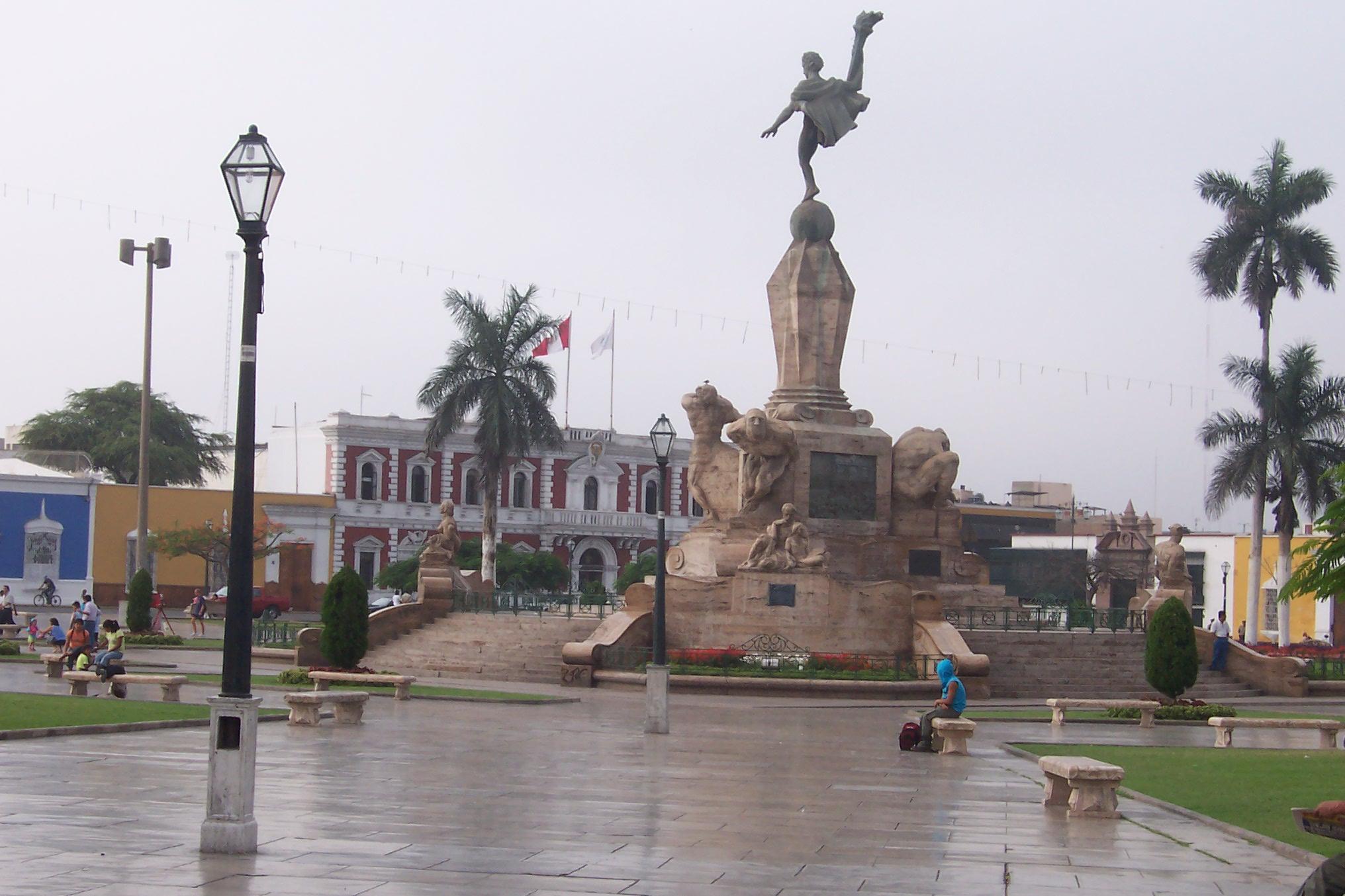 Plaza de Armas, Trujillo, Perú.