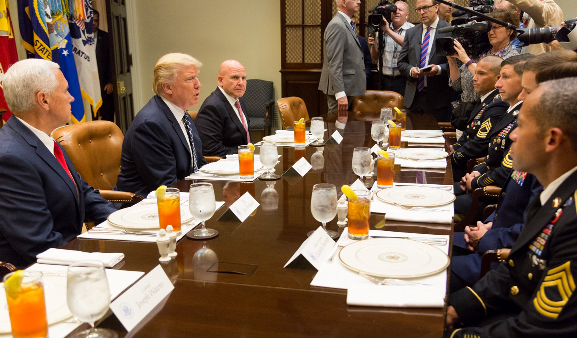 McMaster Lunch Service Members 18 July 2017-2.jpg English: President Trump, Vice President Pence, and National Security Adviser Lt. Gen. H.R. McMaster have