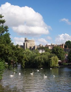 File:Uk-windsor-river-and-castle.jpg