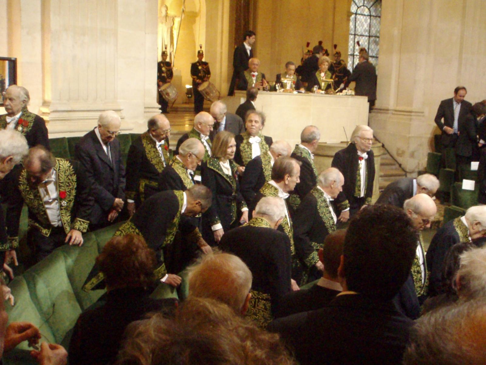 http://upload.wikimedia.org/wikipedia/commons/d/d9/Une_vingtaine_d%27académiciens%2C_au_29_novembre_2007.JPG