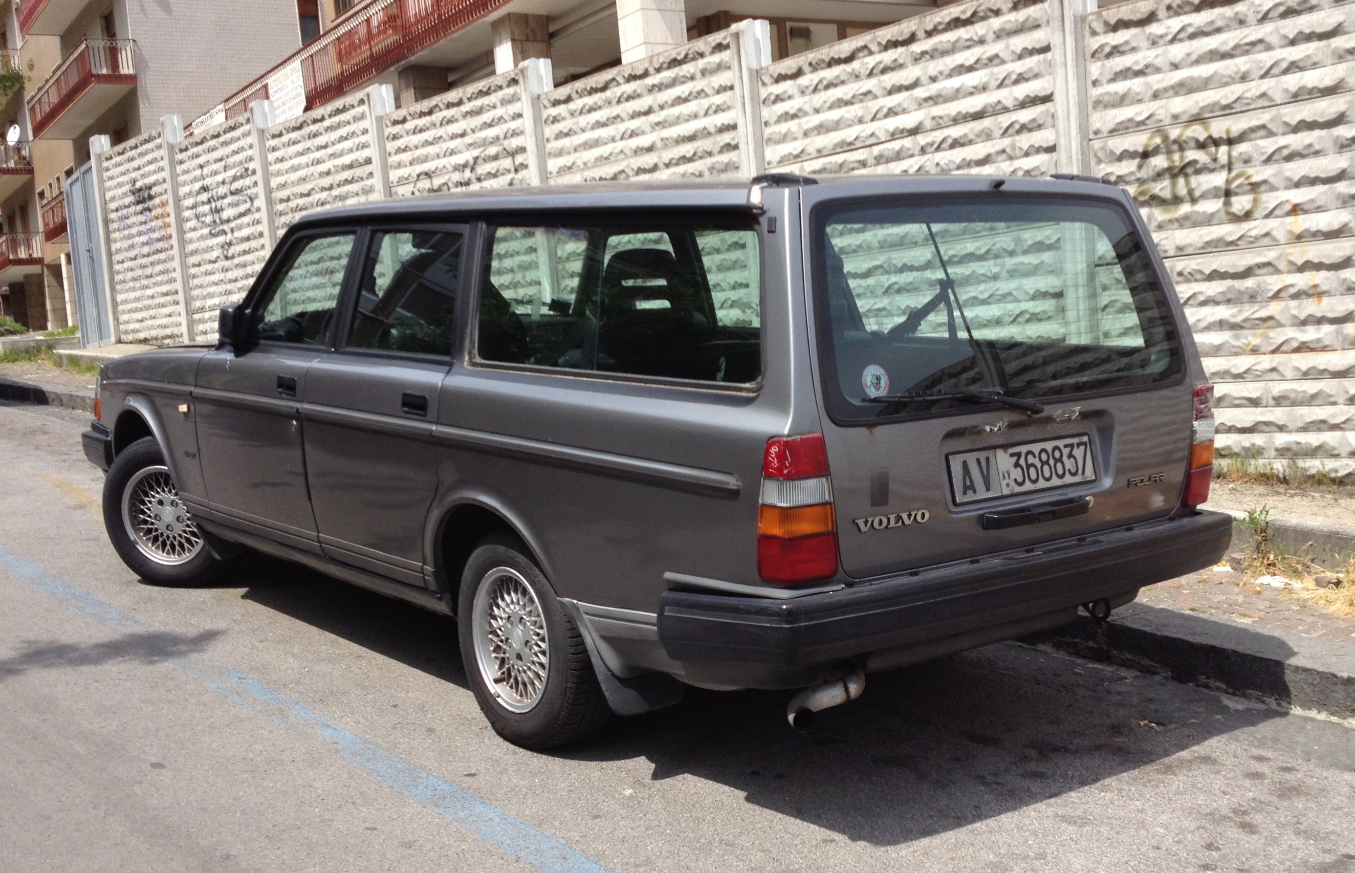 File Volvo 240 Polar Rear Jpg Wikimedia Commons