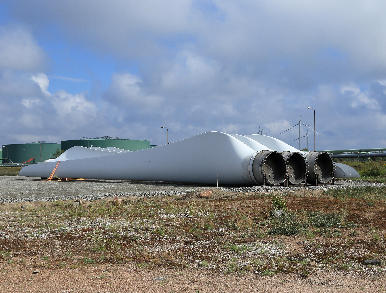 File Wind turbine parts Kemi 04 Wikimedia mons