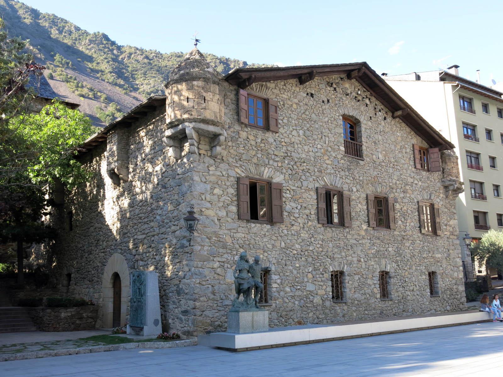File 064 casa de la vall andorra la vella fa ana sud jpg wikimedia commons - Andorra la vella apartamentos ...