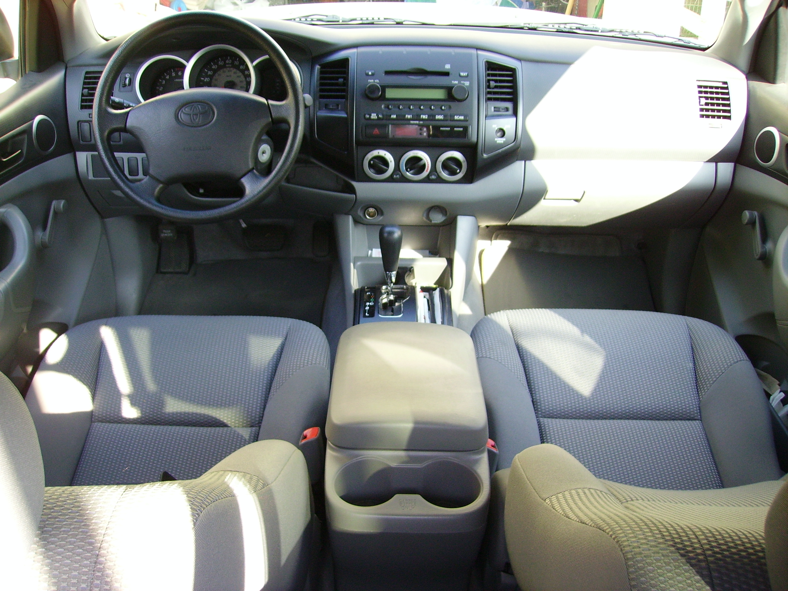 Description 06 Toyota Tacoma interior.JPG
