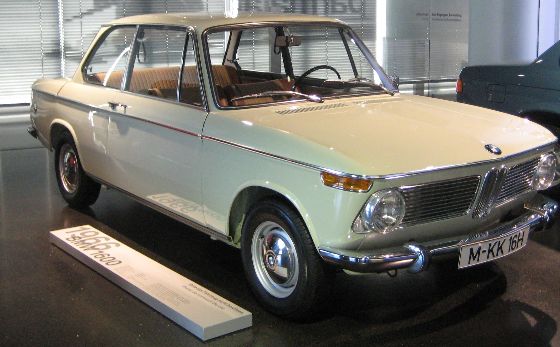 File 1966 Bmw 1600 2 In Bmw Museum Jpg Wikimedia Commons