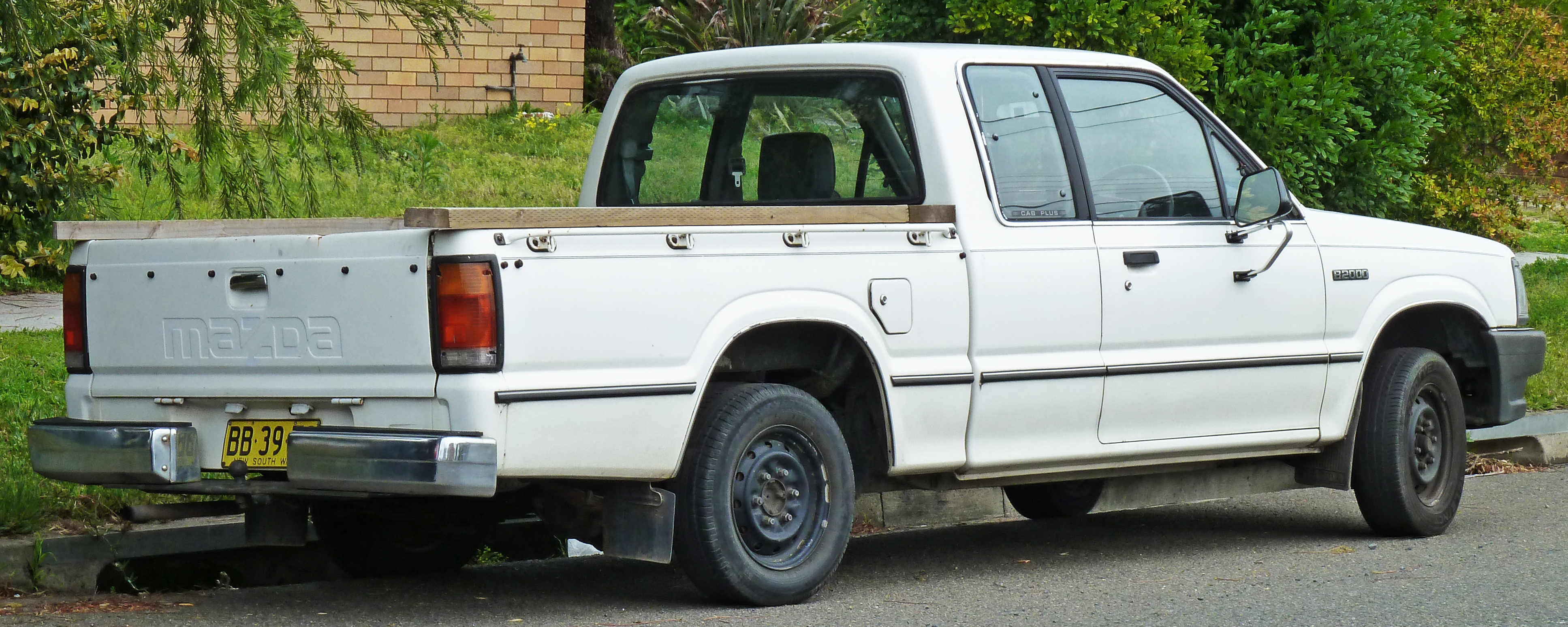 File 1985 1988 Mazda B2000 Cab Plus 2 Door Utility 02 Jpg