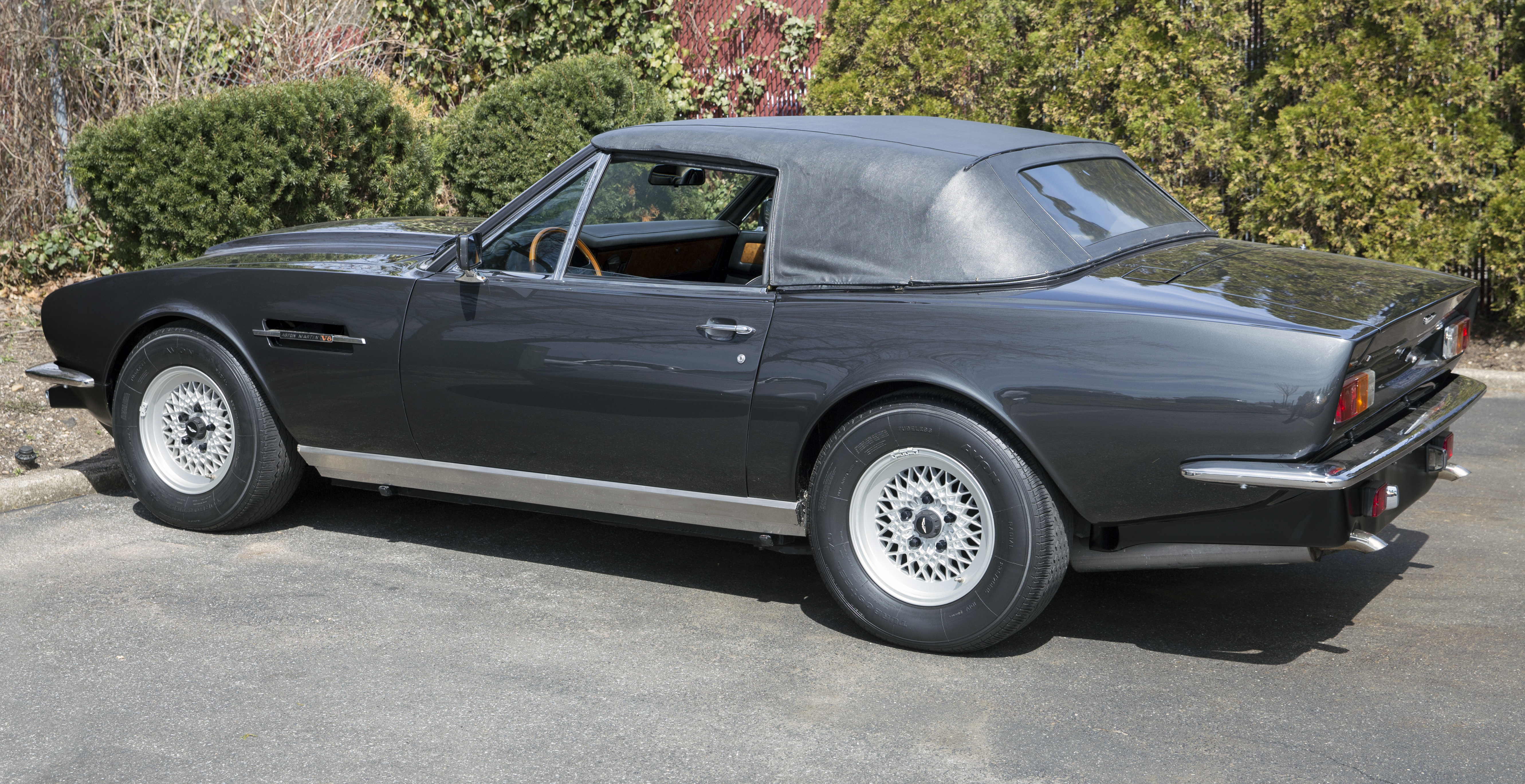 File 1985 Aston Martin V8 Volante Litchfield Black Rear Left Side Jpg Wikimedia Commons