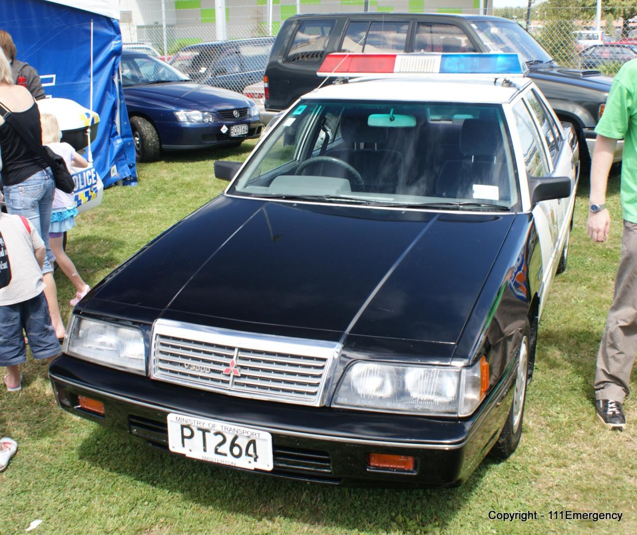 File:1990-1991 Mitsubishi V3000 Executive sedan (Ministry of ...
