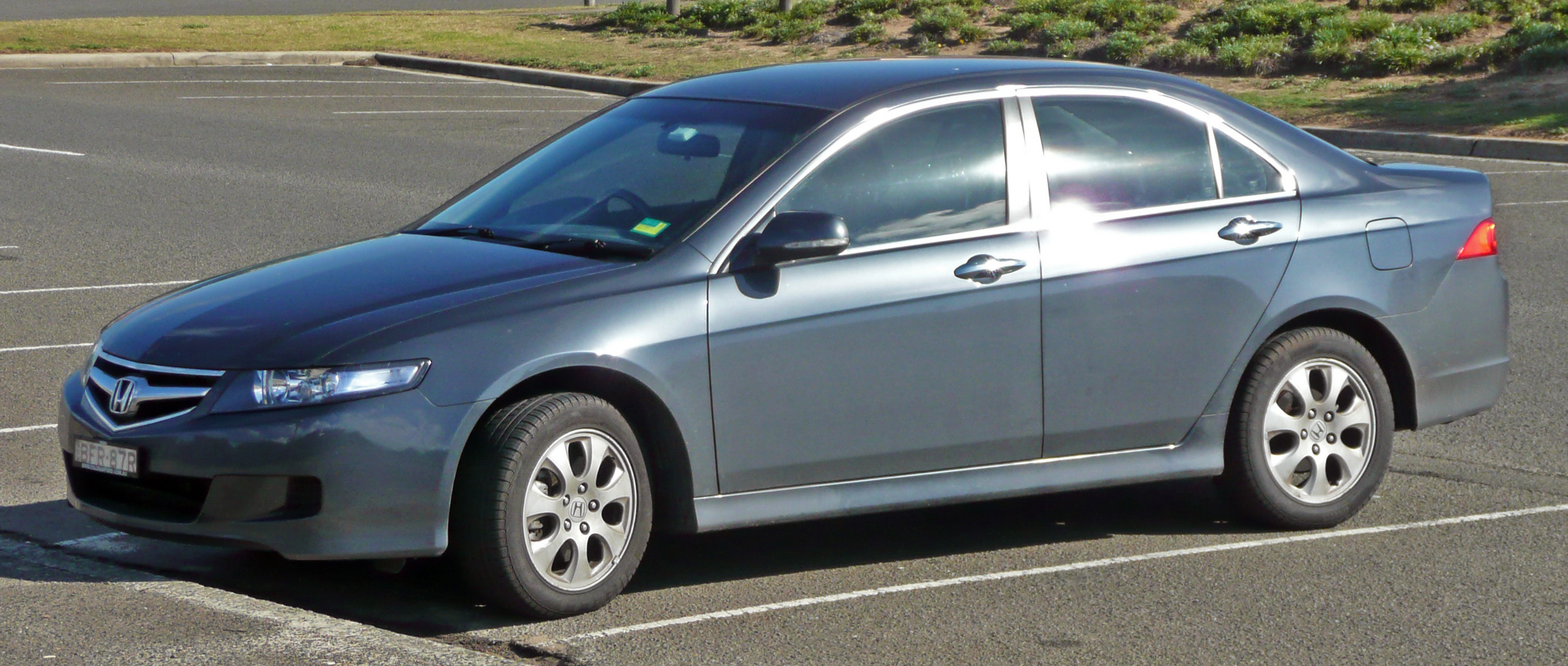 File:2005-2008 Honda Accord Euro sedan 01.jpg - Wikimedia ...
