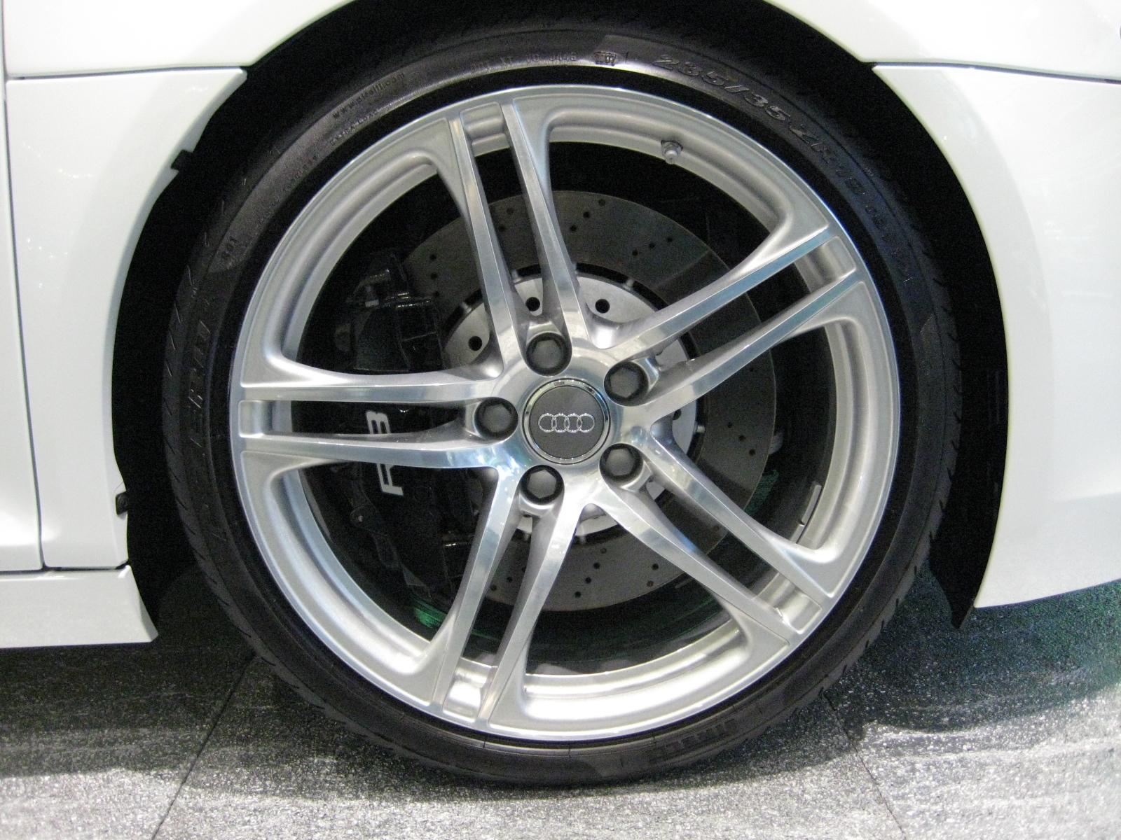 File 2007 Audi R8 Wheel Jpg Wikimedia Commons
