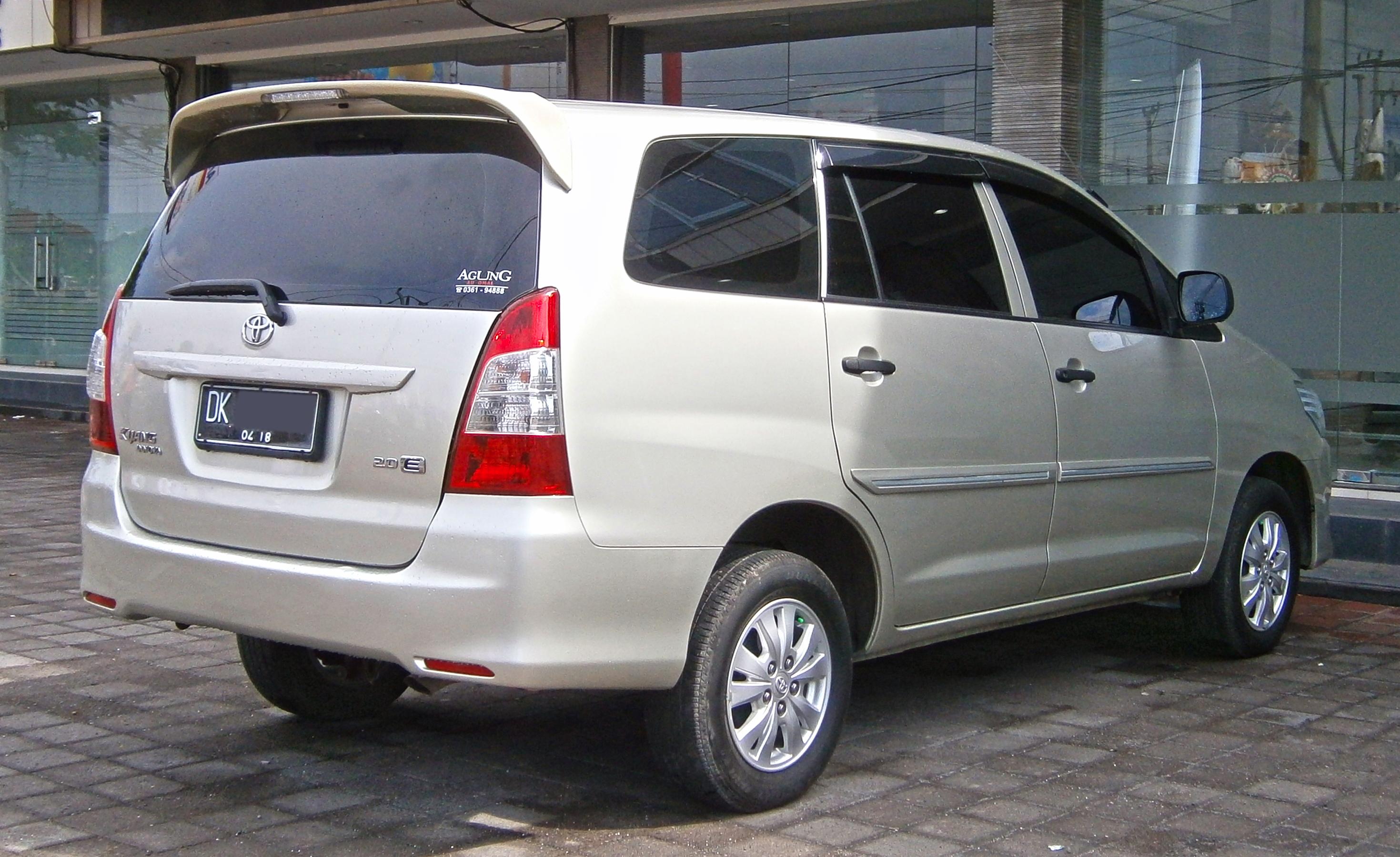 File:2013 Toyota Kijang Innova 2.0E In Kuta, Bali