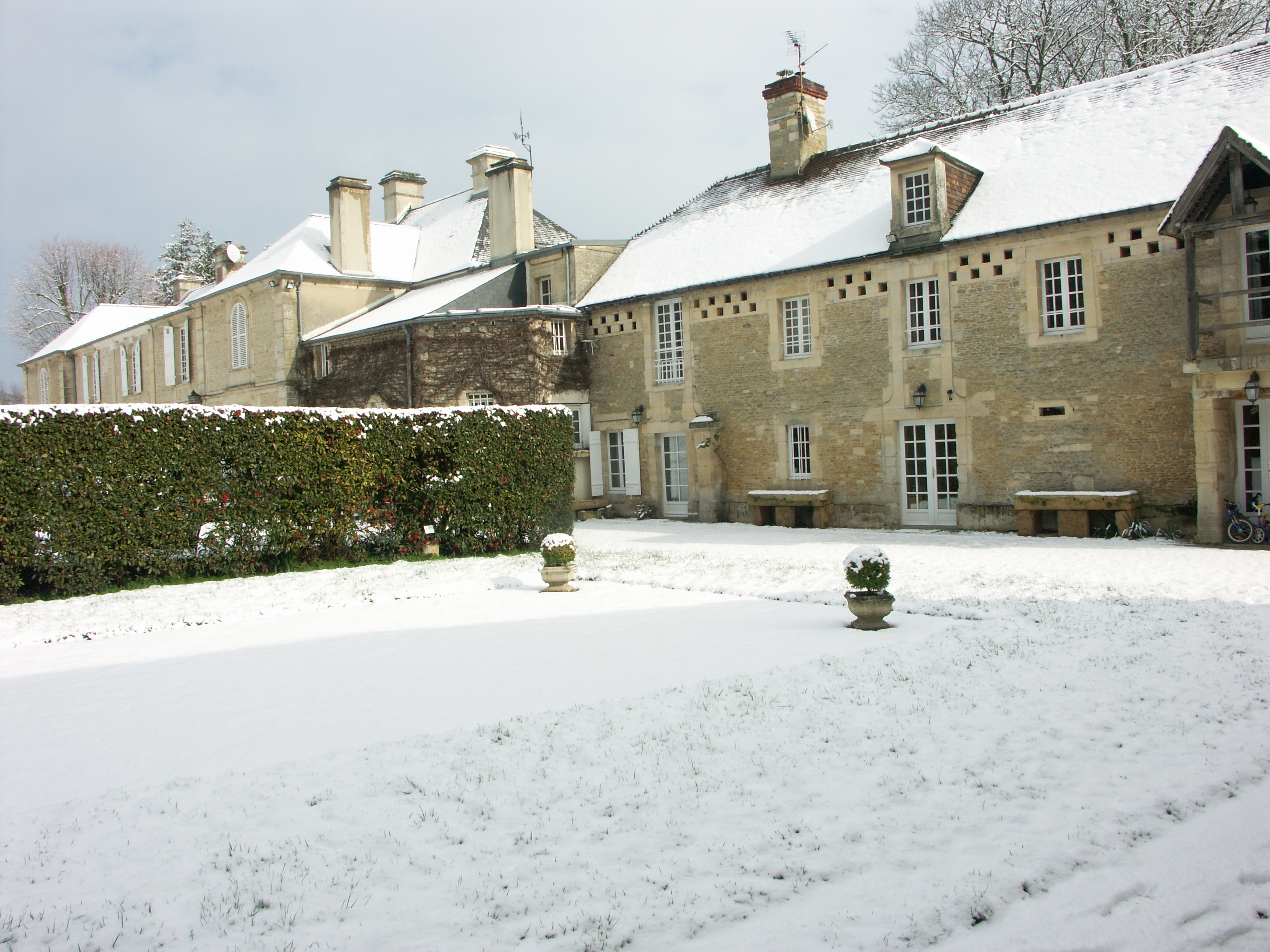file 3 château de guernon ranville sous la neige résidences au
