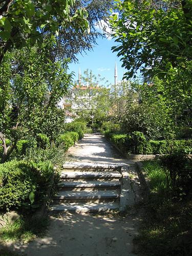A Baha'i garden in Edirne.jpg