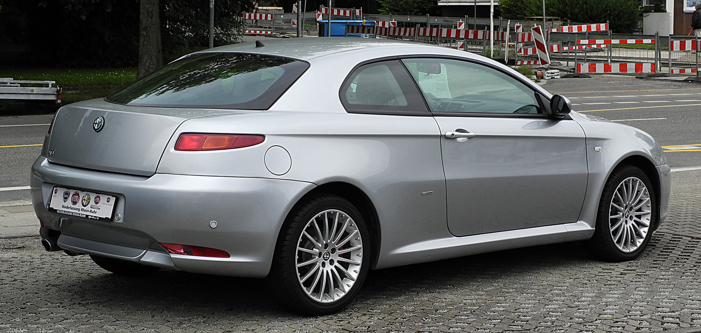 File:Alfa Romeo GT 1.8 TS 16V Progression – Heckansicht, 3. Juli ...