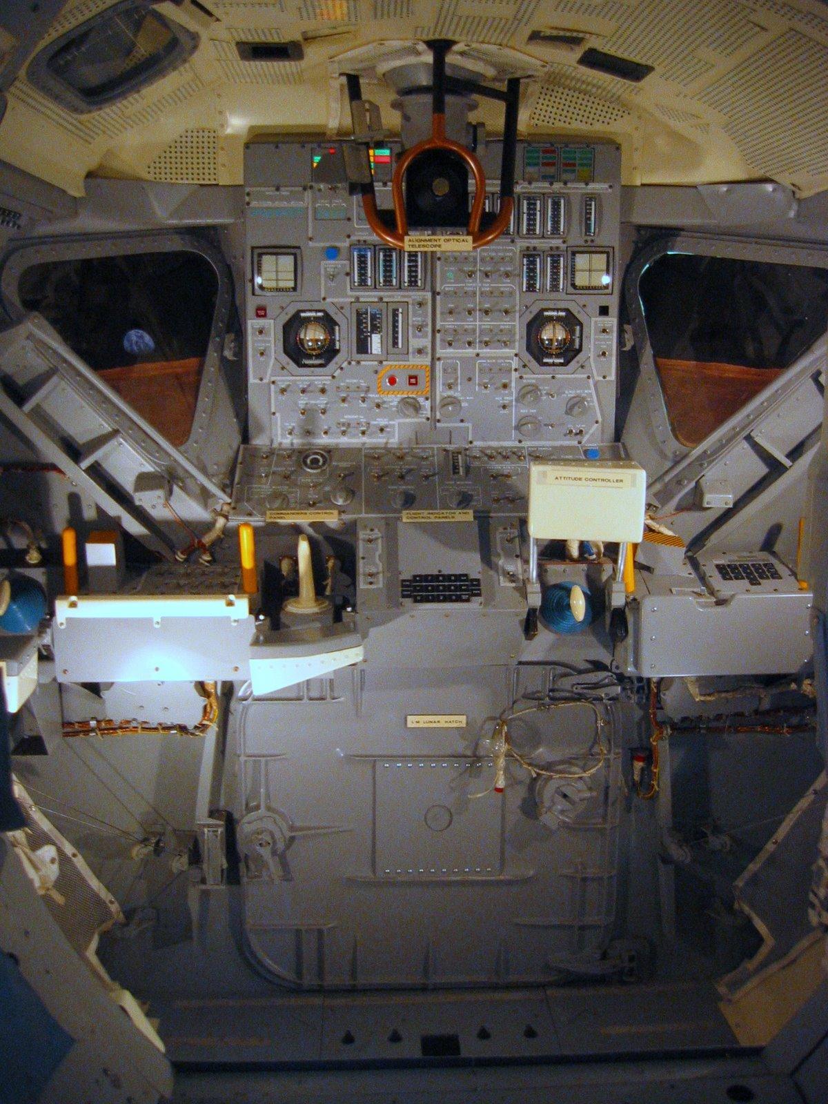 Le Module Lunaire de MONOGRAM/REVELL au 1/48ieme ! Apollo_Lunar_Module_Inside_View