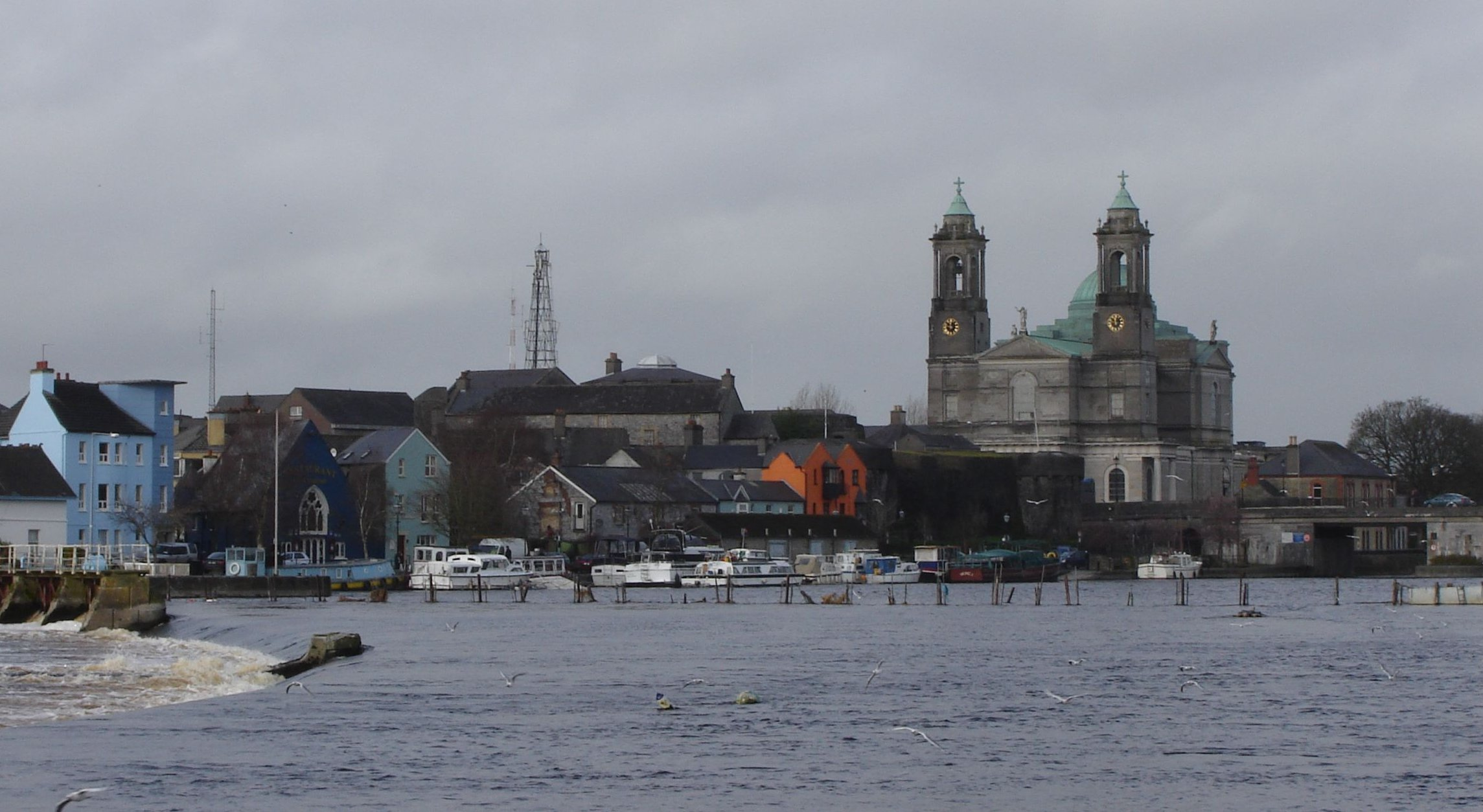 File:Athlone Ireland and river Shannon.jpg - Wikipedia, the free ...