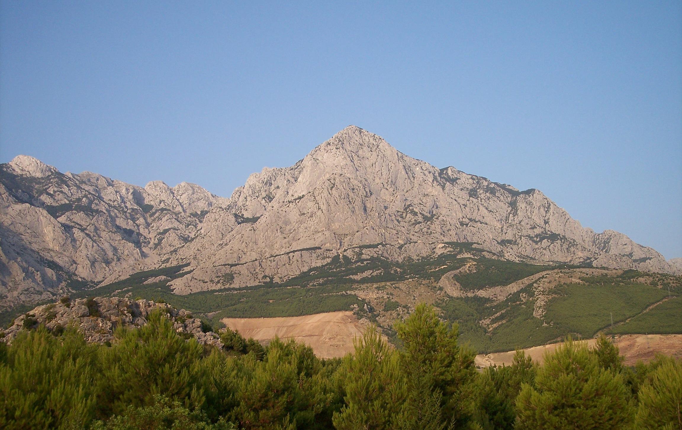 Image of Baska_Voda-mountain.jpg#: http://commons.wikimedia.org/wiki/Special:FilePath/Baska_Voda-mountain.jpg