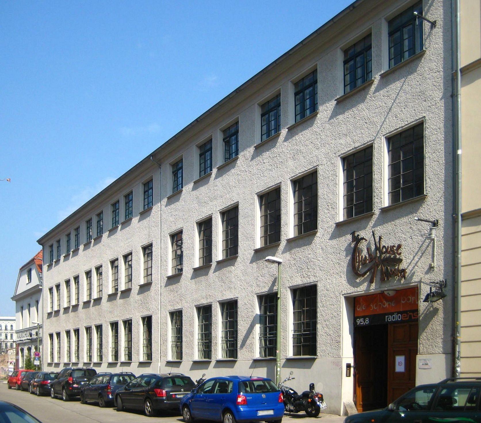 datei berlin mitte kalkscheunenstrasse 4 5 clubhouse hostel wikipedia. Black Bedroom Furniture Sets. Home Design Ideas