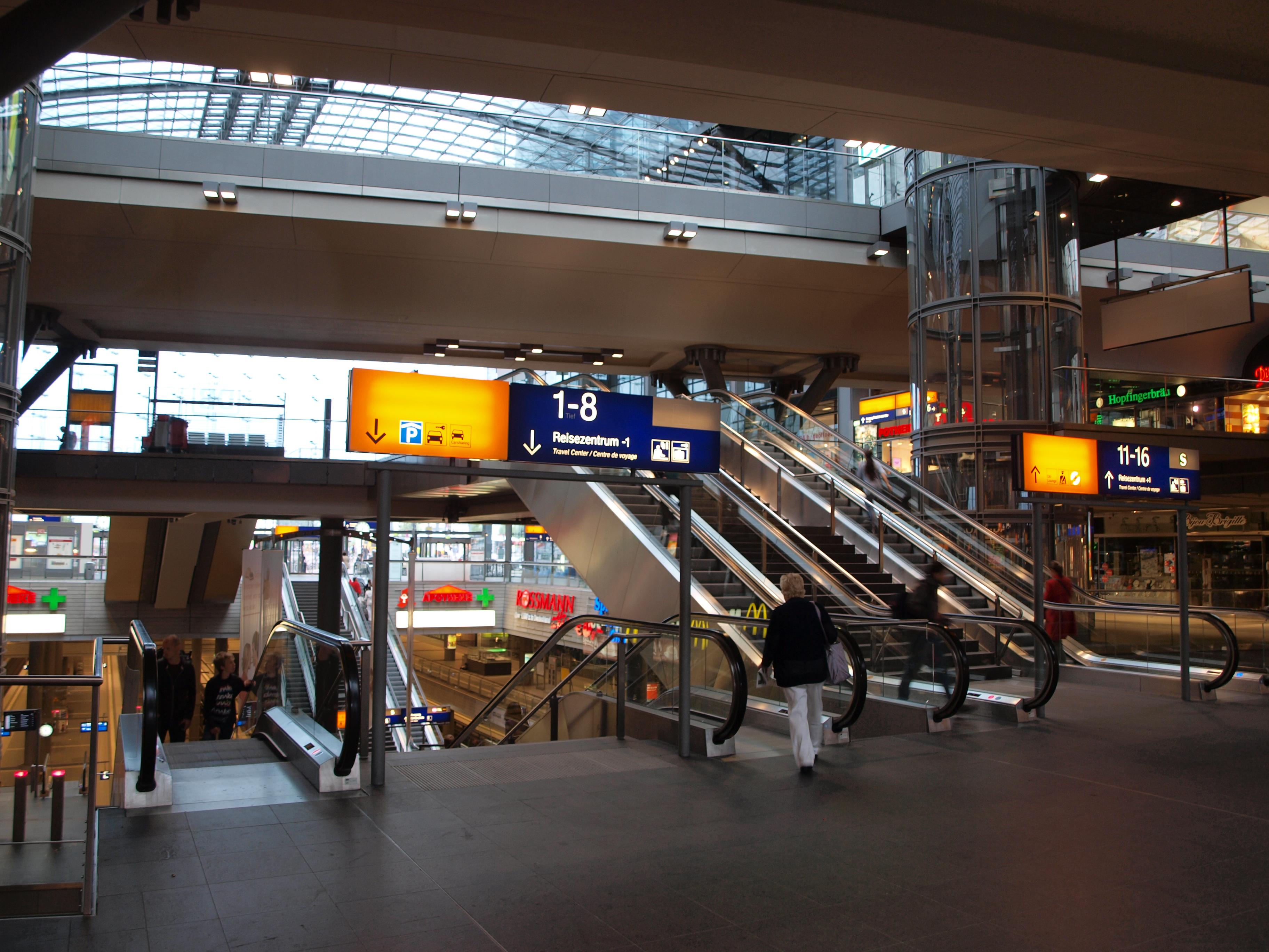 file berlin hauptbahnhof middle wikipedia. Black Bedroom Furniture Sets. Home Design Ideas