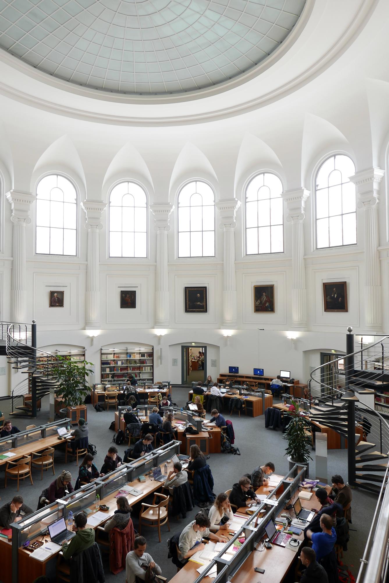 Bibliotheca Albertina, Lesesaal Mitte.jpg