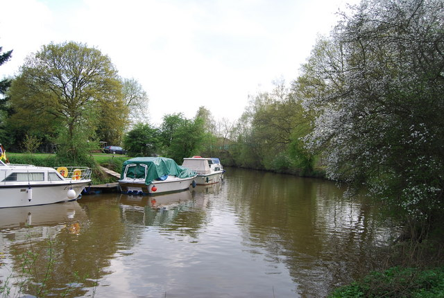 Boats Moored near Yalding, River Medway (2) - geograph.org.uk - 1267443