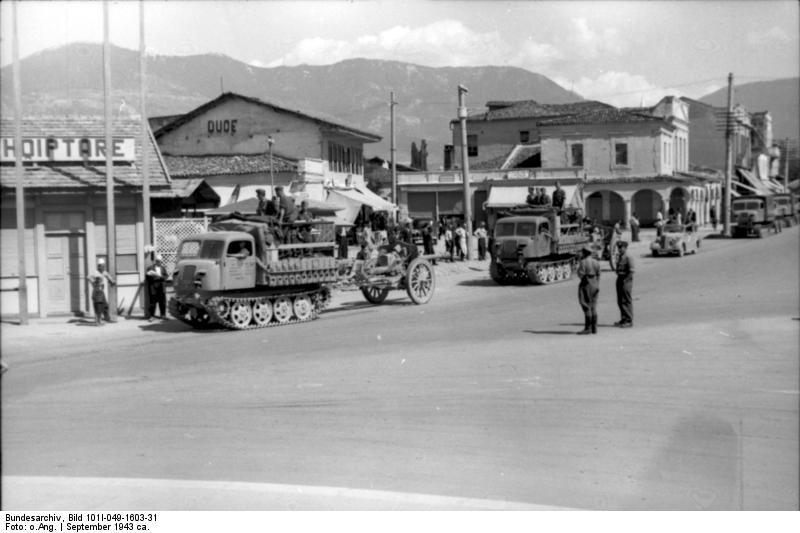 File:Bundesarchiv Bild 101I-049-1603-31, Jugoslawien, Raupenschlepper Ost mit Geschütz.jpg