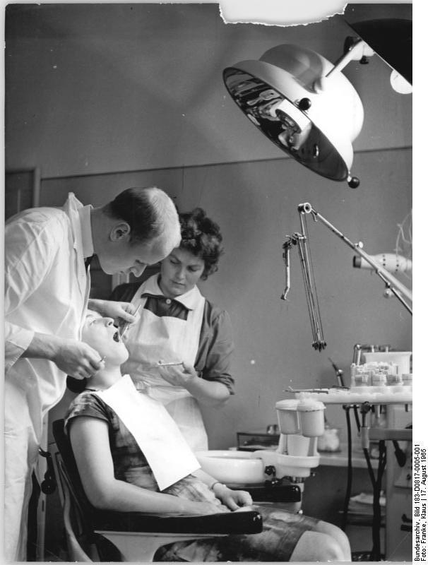Jagow - Behandlung in der Dorfpraxis 1965 - Quelle WikiCommons