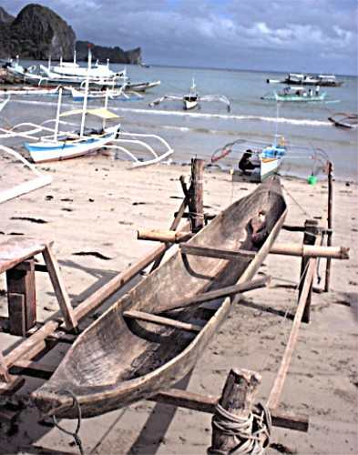 File:Canoe on beach.jpg