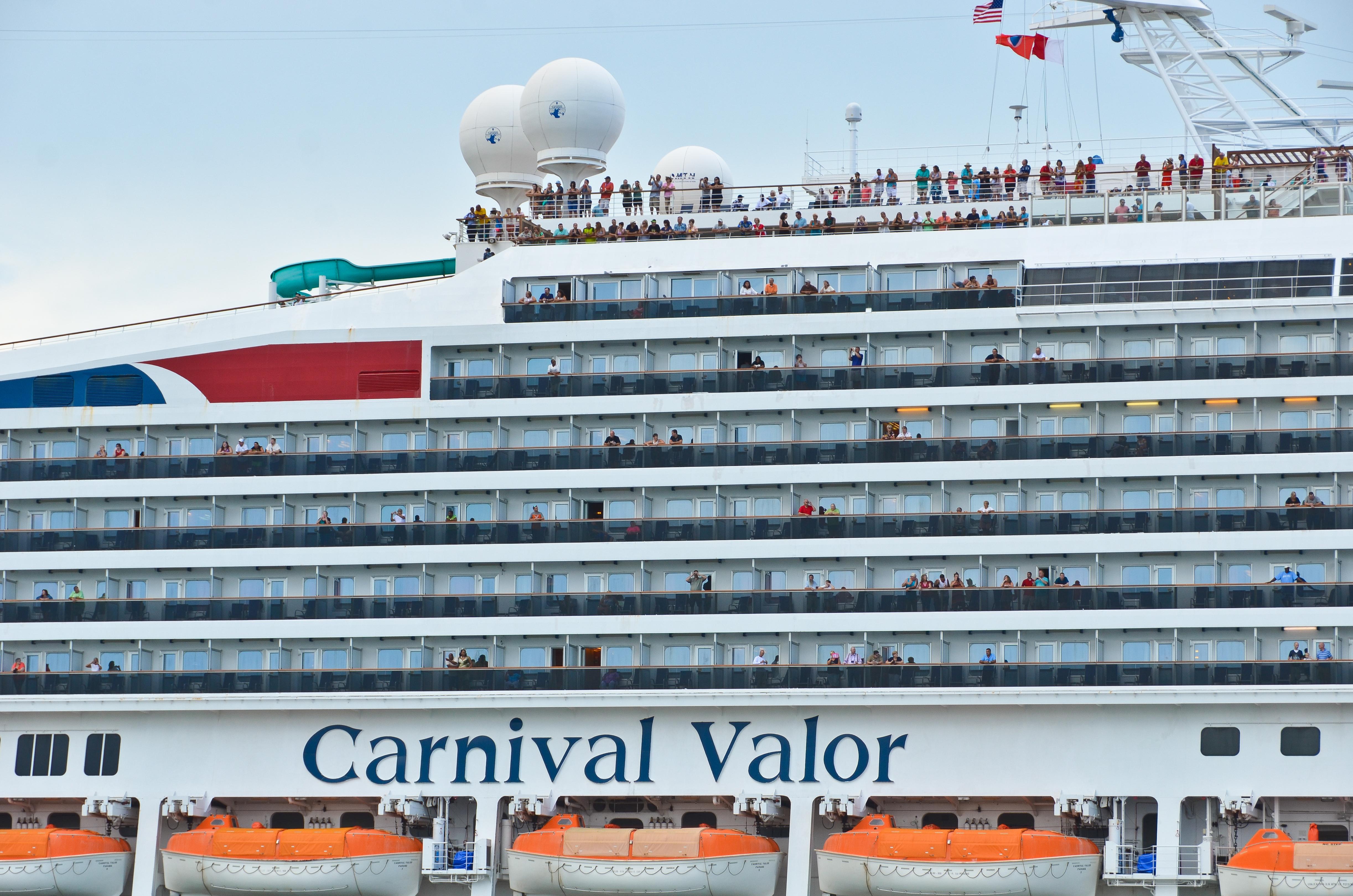 FileCarnival Valor Cruise Ship 5 21195926585jpg